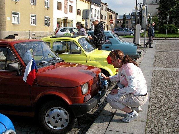 Desítky fiatů i jiných italských vozidel byly k vidění o tomto víkendu na silnicích okresu. Ostravský Fiat klub totiž uspořádal setkání milovníků těchto vozů.
