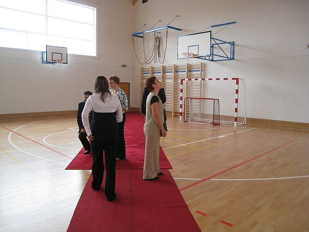 V pátek 5. září otevřeli zástupci obce, investorů a kraje novou tělocvičnu v Tísku.