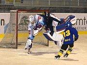 Mladí hokejisté Kopřivnice si užili trénink s Patrikem Bartošákem.