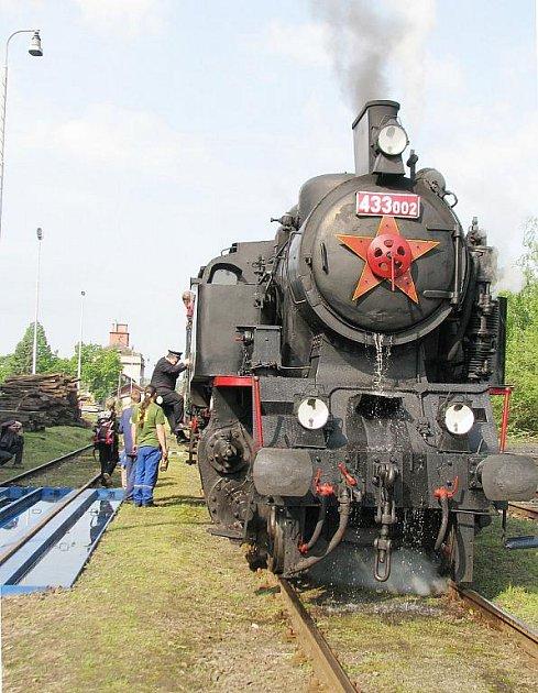 Matěj, tedy lokomotiva 433.002, projede hned několika obcemi. Ve většině je připraven speciální program.