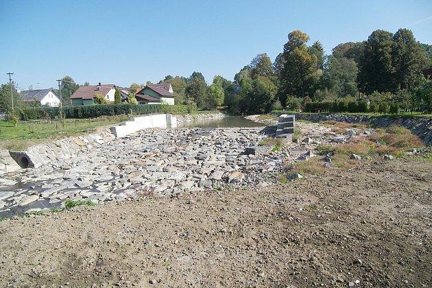 Druhá etapa protipovodňových úprav Sedlnice skončila. Obec by měla být ipři větších deštích vbezpečí.