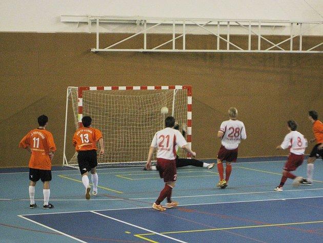 Futsalisté týmu Tatran Baracuda Jakubčovice postoupili do finále Poháru Českomoravskeho fotbalového svazu Moravskoslezského kraje, když porazili FC VŠB TU Ostrava.