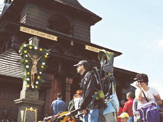 Na Cyrilometodějskou pouť na Pustevny každoročně zavítají tisíce návštěvníků.