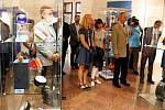 Výstavu 140 let cesty světla zahájila v úterý 3. září v Žerotínském zámku v Novém Jičíně uzavřená vernisáž. Výstava bude přístupná od pátku 6. září.
