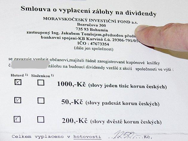 Smlouva o vyplacení zálohy na budoucí dividendy, vzešlé z akcií již zaniklého Moravskočeského investičního fondu, se stala pro Ludmilu Mikulenkovou ze Sedlnic téměř bezcenných papírem.