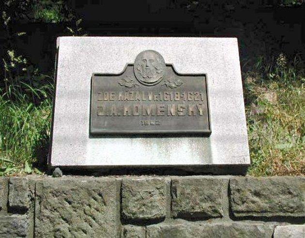 UKomenského lípy vletech 1618až 1621kázal J.A.Komenský. Na místě je umístěna památní deska