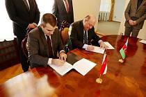 Spolupráci stvrdily obě strany svými podpisy.
