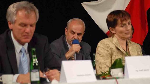 Na vlastní žádost opustil v závěru minulého týdne řady ČSSD místostarosta Kopřivnice Zdeněk Krajčír.