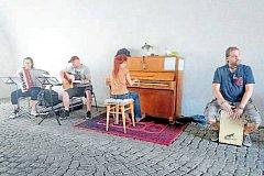 Klavír se v Novém Jičíně nachází v zámeckém podloubí.