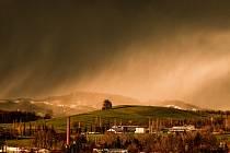 Sněhová bouře nad Tichou a Boží mukou.