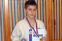 Radek Rýpar porazil ve fi ná- le jihlavského Heřmánka a po  zásluze bral v prvním závodě  Českého poháru v Ostravě zlato.