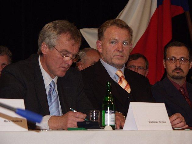 S nápadem uskutečnit systémový audit přišlo nové vedení radnic v čele se starostou Josefem Jalůvkou (uprostřed).