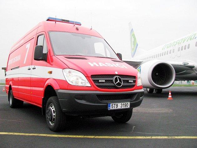 Nejlépe vybavené vozidlo na ropné havárie je nově součástí arzenálu Hasičské záchranné služby Letiště Ostrava.