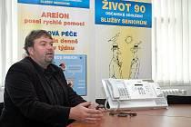 Tísňová péče Areíon začala v loňském roce fungovat také v Novém Boru. Na snímku je zachycen přístroj a tlačítko, po jehož stisknutí se ozvou pracovníci dispečinku.