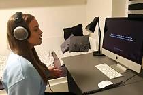 ÚČASTNÍCI letošní přehlídky Online Prima hlas 2020 natáčeli své nahrávky doma.