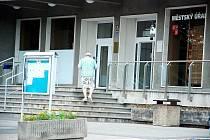 Kopřivnice chce být bezbariérovým městem. Bezbariérový vstup by měl být i na městský úřad.