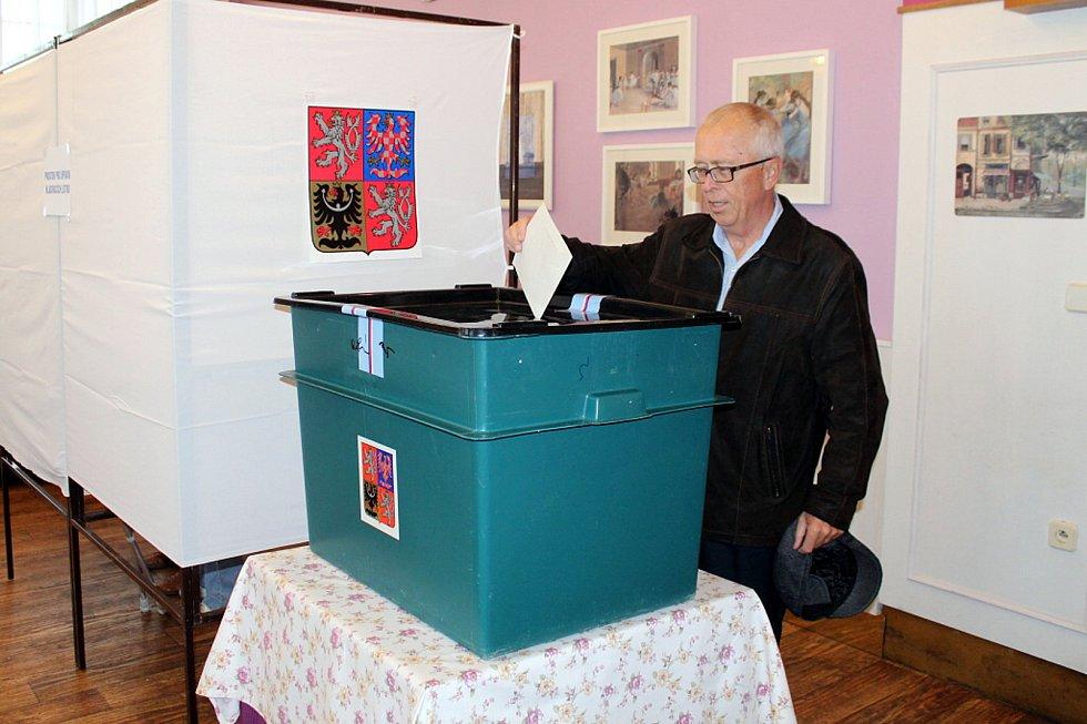 Také v Odrách byl v prvních hodinách o volby zájem.
