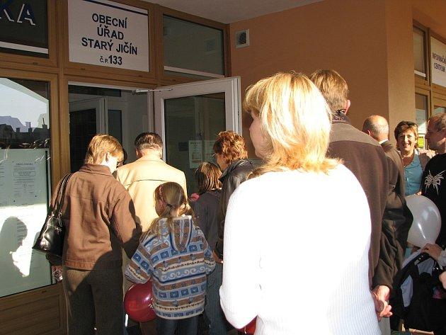 Loni koncem září otevřeli ve Starém Jíčně zcela nové prstory obecního úřadu. Městys by tak mohl mít důstojné sídlo.