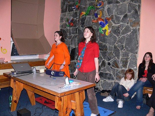 Příznivci sci-fi, deskových a počítačových her i animovaných filmů si přišli na své na setkání Cravatcon, jehož hlavní program se uskutečnil v sobotu v nvojičínském Středisku volného času Fokus.