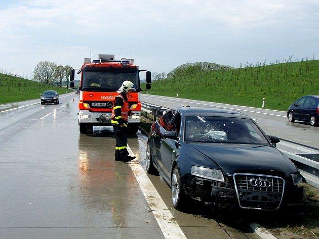 Audi havarovalo na dálnici D1 u Velkých Albrechtic