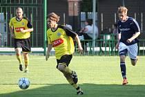 FOTBALISTÉ Jakubčovic (ve žlutém zleva Sommer a Kamil Molnár) vyhráli i druhý duel v sezoně a usadili se tak na čele tabulky I.A třídy, skupiny A.