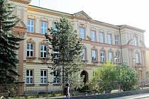 ŠKOLA ještě na začátku 20. století sloužila německému obyvatelstvu žijícímu ve Fulneku. Po válce pak tomu českému. Dnes je pojmenována po Masarykovi.