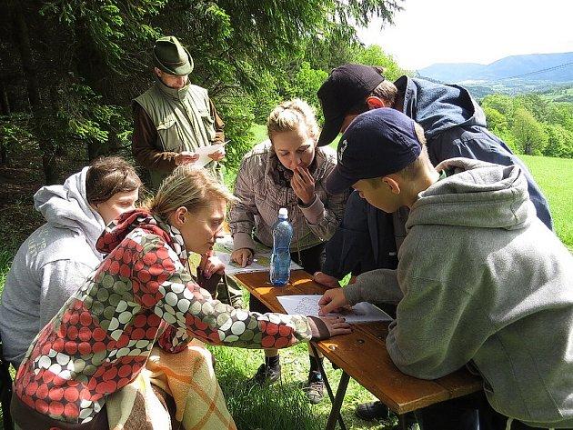 Na mysliveckou chatu do Lichnova se v sobotu 18. května sjely děti z celého Novojičínska. Důvodem bylo okresní kolo soutěže s názvem Zlatá srnčí trofej a okresní soutěž Mladý ochránce přírody.