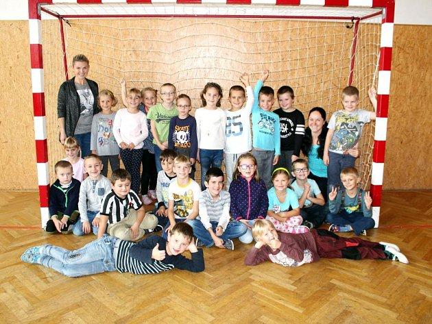 Žáci první třídy Základní školy Kopřivnice-Lubina.