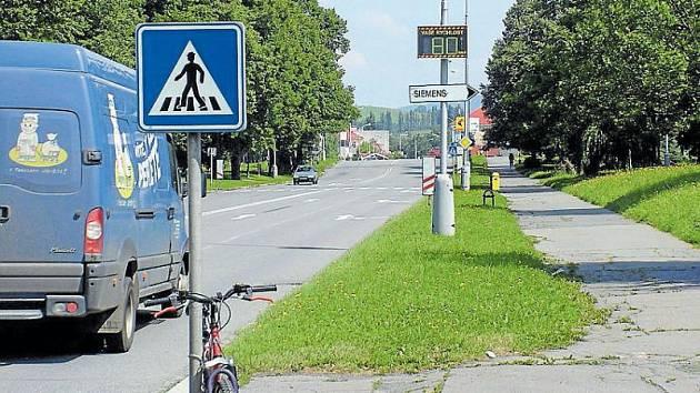 Řidiči jezdí po Rožnovské ulici i osmdesátkou.