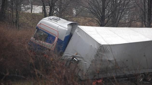V pondělí 9. března ve tři hodiny ráno došlo k havárii polského kamionu na silnici I/48 nedaleko Libhoště, místní části Nového Jičína.