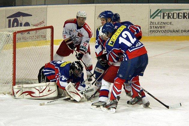 Hokejisté Nového Jičína doma porazili Porubu 2:0.