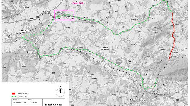 Červený úšek bude od 3. března pro tranzitní kamionovou dopravu uzavřen. Objížďka vede přes Hranice na Moravě a je vyznačena zeleně.