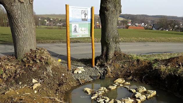 Kaplička stávala na tomto místě při výjezdu ze Sedlnic ve směru na Bartošovice.