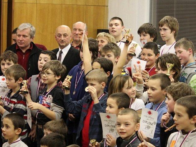 Judistický oddíl TJ Závišice ocenil na tradičním vyhodnocení sezony, které se konalo v konferenční místnosti obecního úřadu, nejlepší judisty sezony.