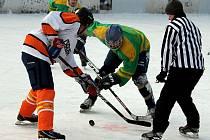 Tradiční, a v širokém okolí ojedinělý, hokejový turnaj pod širým nebem se uskutečnil v sobotu 11. února v otevřeném hokejovém stánku v Petřvaldě na Novojičínsku.