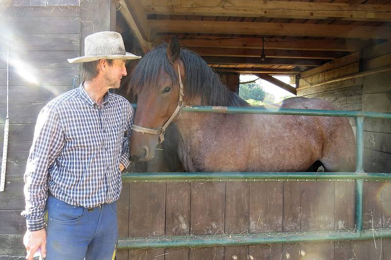 Chov koní je pro Jiřího Bajera srdeční záležitostí.