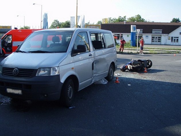 Těžké zranění utrpěl sedmnáctiletý motocyklista na silnici I/57 ve směru z Nového Jičína na Fulnek.