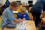 Děti ze ZŠ Lubina a ZŠ Závišice našily dohromady okolo čtyř stovek roušek. Foto: archiv ZŠ Závišice