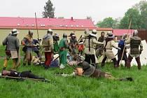 Zámek v Kuníně se v sobotu 11. května vrátil o několik staletí zpátky, do doby Jana Lucemburského. V zámeckém parku se totiž uskutečnila rekonstrukce bitvy o Moravskou bránu.