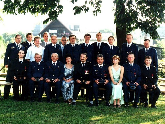 Výbor SDH Mniší při oslavách stého výročí založení sboru.