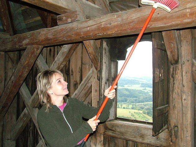 Prostory zvoničky, které již očistili členové kulturní komise Štramberka, může veřejnost mimořádně zhlédnout tento víkend.