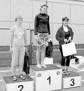Vítězkou kategorie G se stala novojičínská běžkyně Darina Krausová (uprostřed), závodící za MK Kopřivnice.