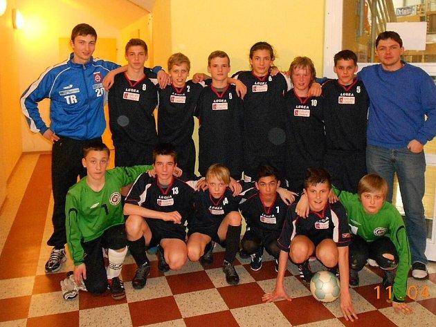 Žáci ZŠ Komenského Bílovec obsadili na republikovém fi nále ve futsale v Brně třetí místo.