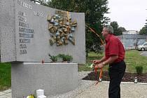 Pomník obětem studéneckého neštěstí odhalil také Jiří Šindelář, strojvůdce vlaku EuroCity Comenius 108.