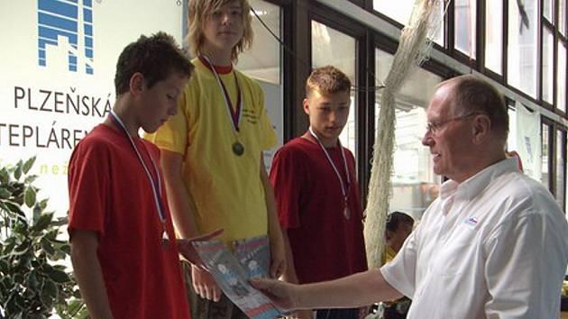 David Kunčar z KVS Kopřivnice (uprostřed) se v Plzni stal dvojnásobným mistrem republiky starších žáků.