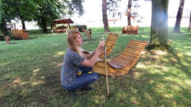 Eva Pírková a její dvě kamarádky stojí za projektem Houpačky ve Skotnici.