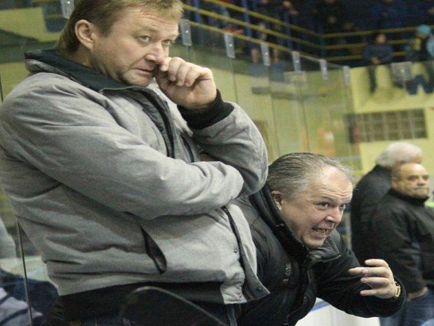 NOVOJIČÍNŠTÍ hokejisté vedeni Alešem Flašarem (vpravo) a Radomírem Grimmem skončili v letošní sezoně ve čtvrtfinále.