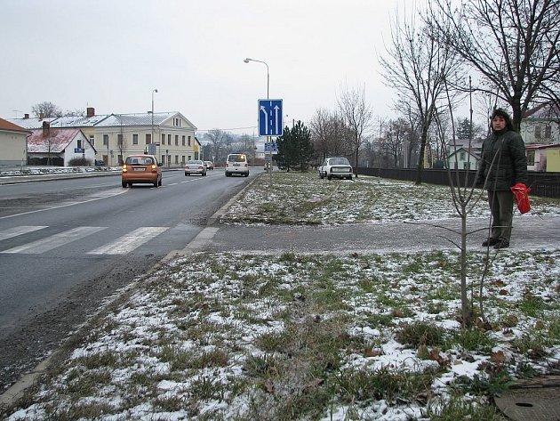 V sobotu, 27. prosince okolo jedenácté hodiny přecházel starší muž přes přechod u obchodního domu Penny ve Fulneku. Na chodníku za přechodem jej srazilo osobní auto Škoda.