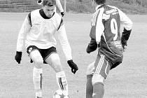 Fotbalisté Nového Jičína budou v defenzivní činnosti spoléhat také na zkušeného Tomáše Hejduška (s míčem), který má i zahraniční zkušenosti.