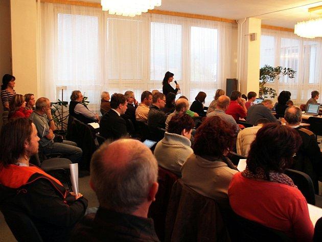 Tolik lidí, jako ve čtvrtek 7.listopadu, bývá na zasedání frenštátského zastupitelstva málokdy.